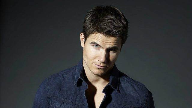 Robbie Amell – Cousin (Stephen Amell), Wife, Movies and TV Shows