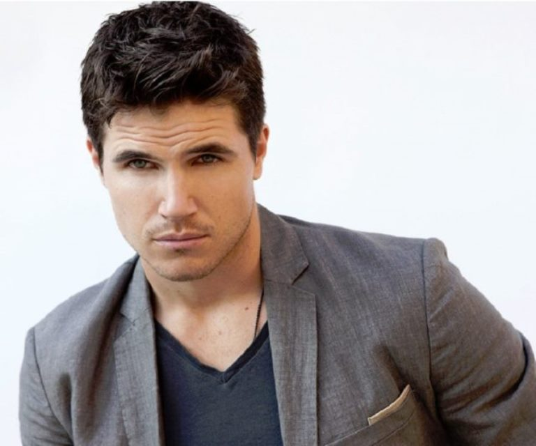 Robbie Amell Cousin (Stephen Amell), Wife, Movies and TV Shows