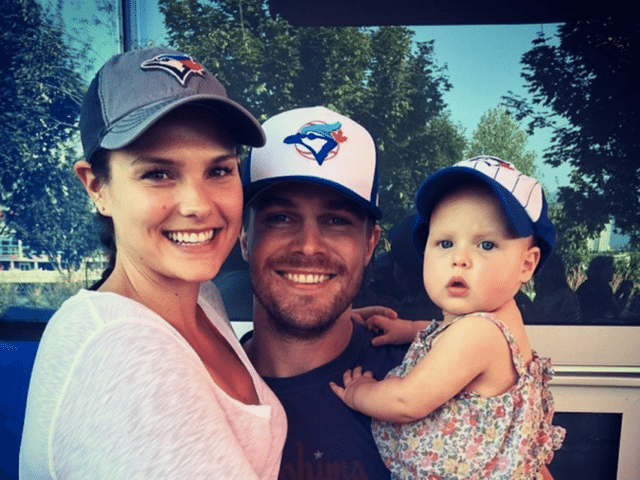 Stephen Amell Wife, Height, Body Measurements, Net Worth, Gay, Family