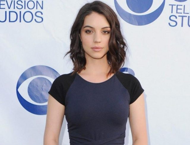 Adelaide Kane Biography, Is She Dating Anyone? Who Is The Boyfriend?